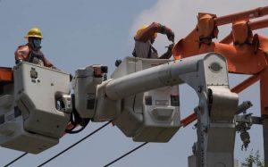 cfe-restablece-servicio-electrico-michoacan-nayarit-colima